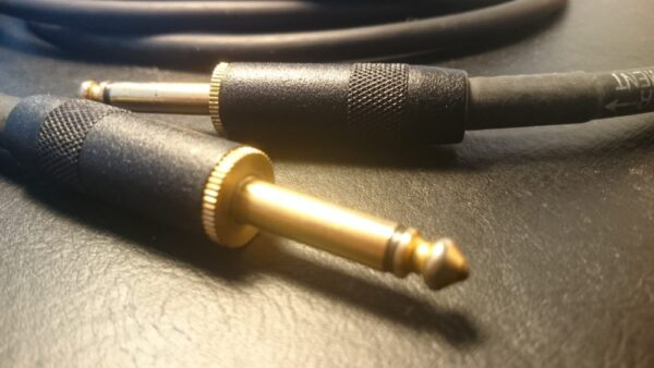 初心者でもできるヘッドフォンでギター音作りのコツ!スタジオでの音に近づける