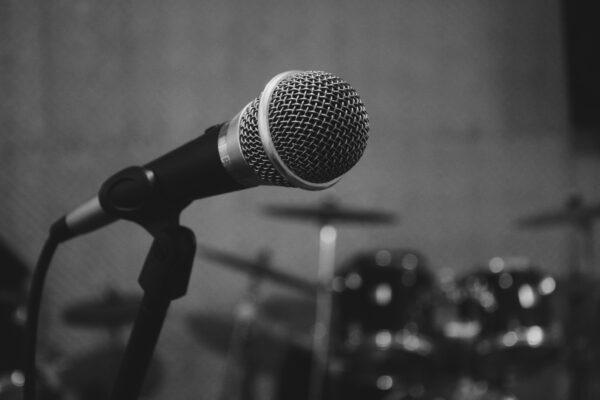 音楽スタジオでレンタルできるものって楽器から機材まで意外と多い!