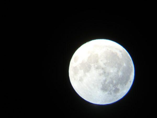 天体望遠鏡で撮影した中秋の名月