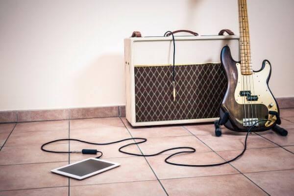 ギターアンプから人の声